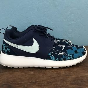 Nike Roshe Run Tropical Blue Floral Size 7